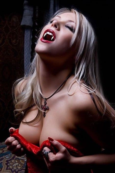 89 Hot Vampire Girl